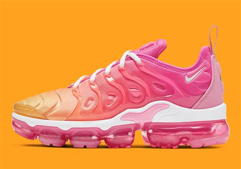 Nike Air VaporMax Plus in Psychic Pink and University Gold